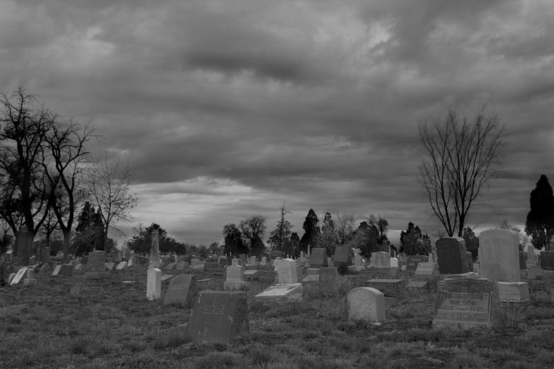 tim chong dem nghia dia Tìm chồng đêm nghĩa địa