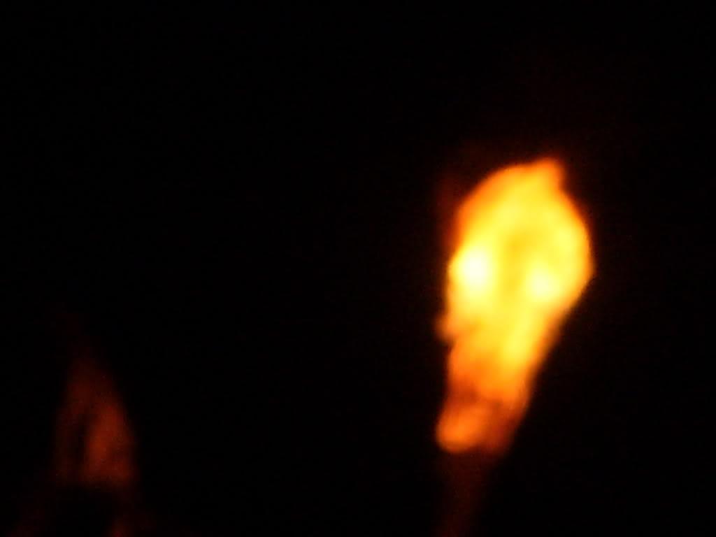 Đang đi một mình giữa đồng không mông quạnh hay một con đường nào đó thanh vắng, đột ngột hiện lên trước mặt một ngọn lửa xanh rờn rợn, lập lờ, lập lờ xoay quanh. Nếu người đó chạy, ma chơi sẽ đuổi theo đến cùng. Những người bị ma trơi chòng ghẹo thú nhận […]