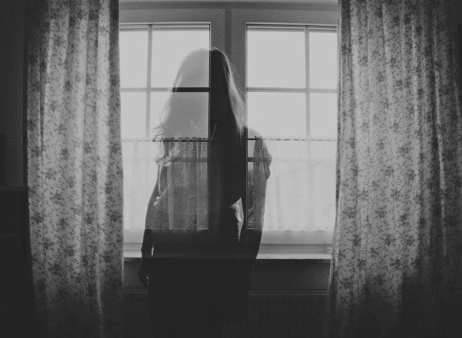 – Dưới quê trời mau tối quá hả anh? Mới bảy giờ mà em có cảm giác như khuya lắm. Tranh thủ lúc bà Sáu ra sàn nước, Huyền Nga đến bên cạnh Sơn nói nhỏ : – Buồn chết đi được. Chẳng có tivi, cũng không có điểm giải trí nào. – Không buồn […]
