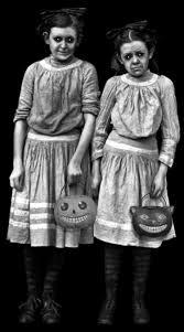 Ở xóm quê cô Cúc có 1 câu chuyện lạ về 2 cô gái ma báo oán . Chuyện như sau : Có hôm rảnh , cô Cúc về thăm Bà Tư và ở lại chơi vài ngày . Nhà Bà Tư ở cuối xóm . Bà vừa hiền , vừa tốt bụng nên xóm […]