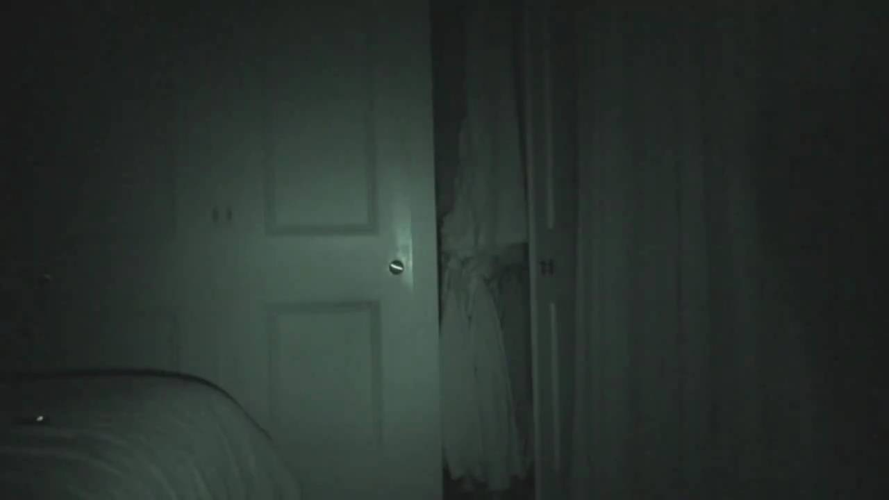 con ma trong tủ